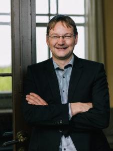Dr. Hans Reichhart